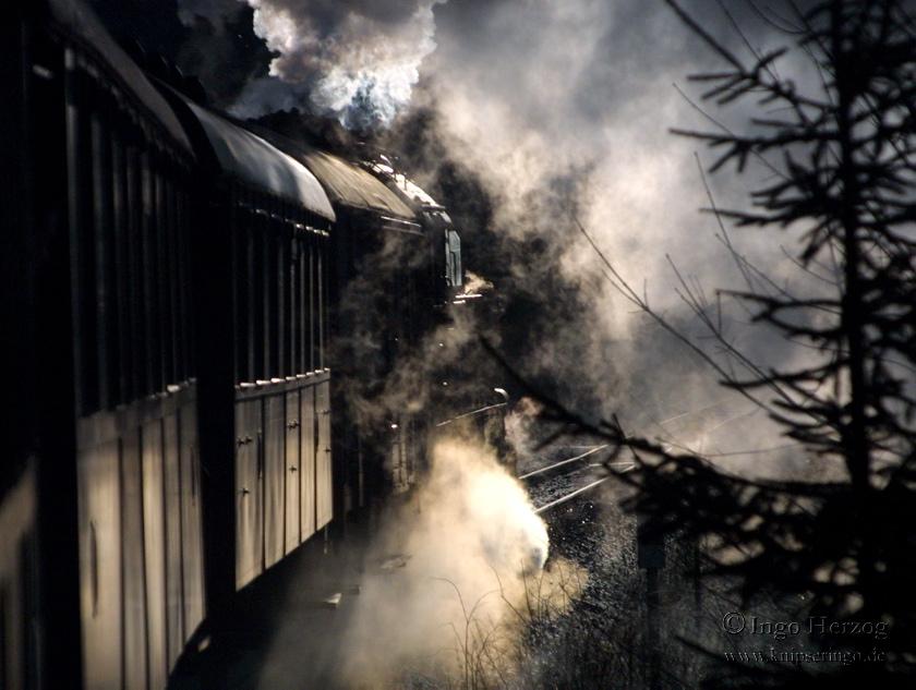 Eisenbahn im Gegenlicht