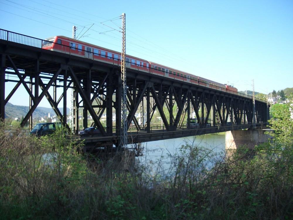 Eisenbahn- / Straßen- Brücke in Bullay