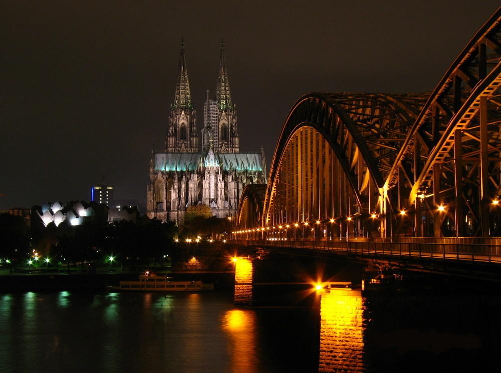 Eisenbahnbrücke am Doom in Köln