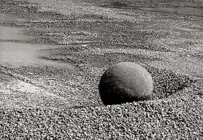 Eisenkugel im Steinbruch ...