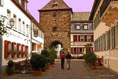 Eisentor in Freinsheim mit schönen Gaststätten