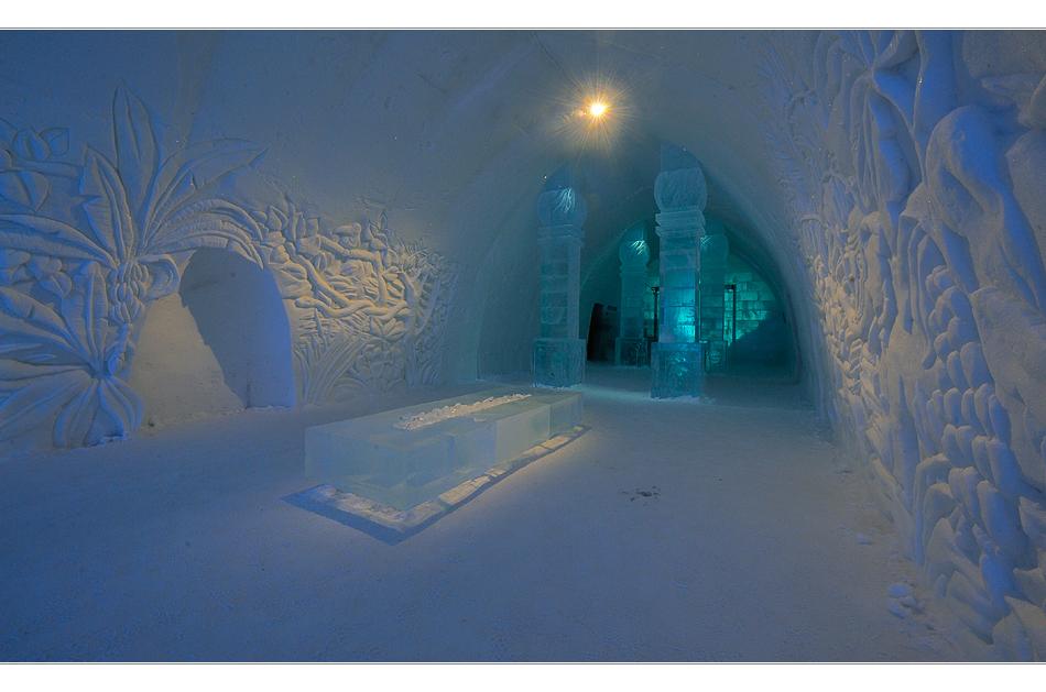 Eishotel: Eingangshalle