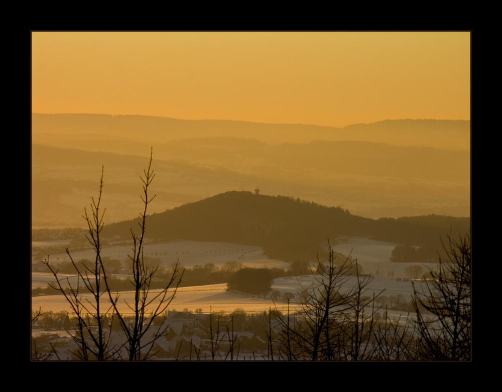 Eisiger Wind und gelbes Licht... - Winterabend- Blick vom Köterberg