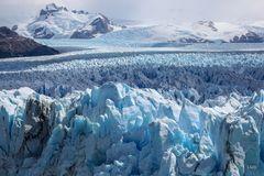 Eisiges Bergmassiv