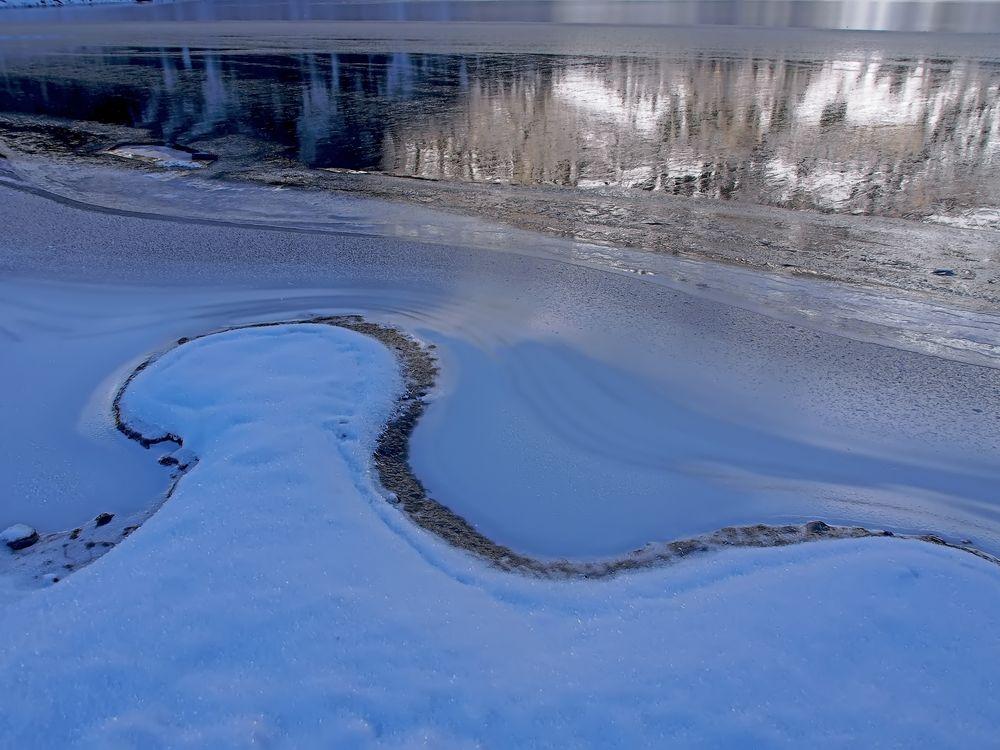 "Eiskunst am Oeschinensee, Kandersteg. - ""Mon"" lac de montagne en hiver..."
