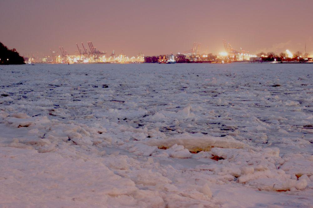 Eislandschaft auf der Elbe