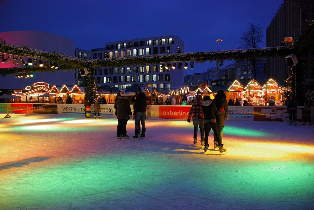 Eislauf auf dem Weihnachtsmarkt