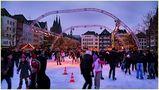 Eislauffreuden auf dem Kölner Heumarkt von Günter Walther