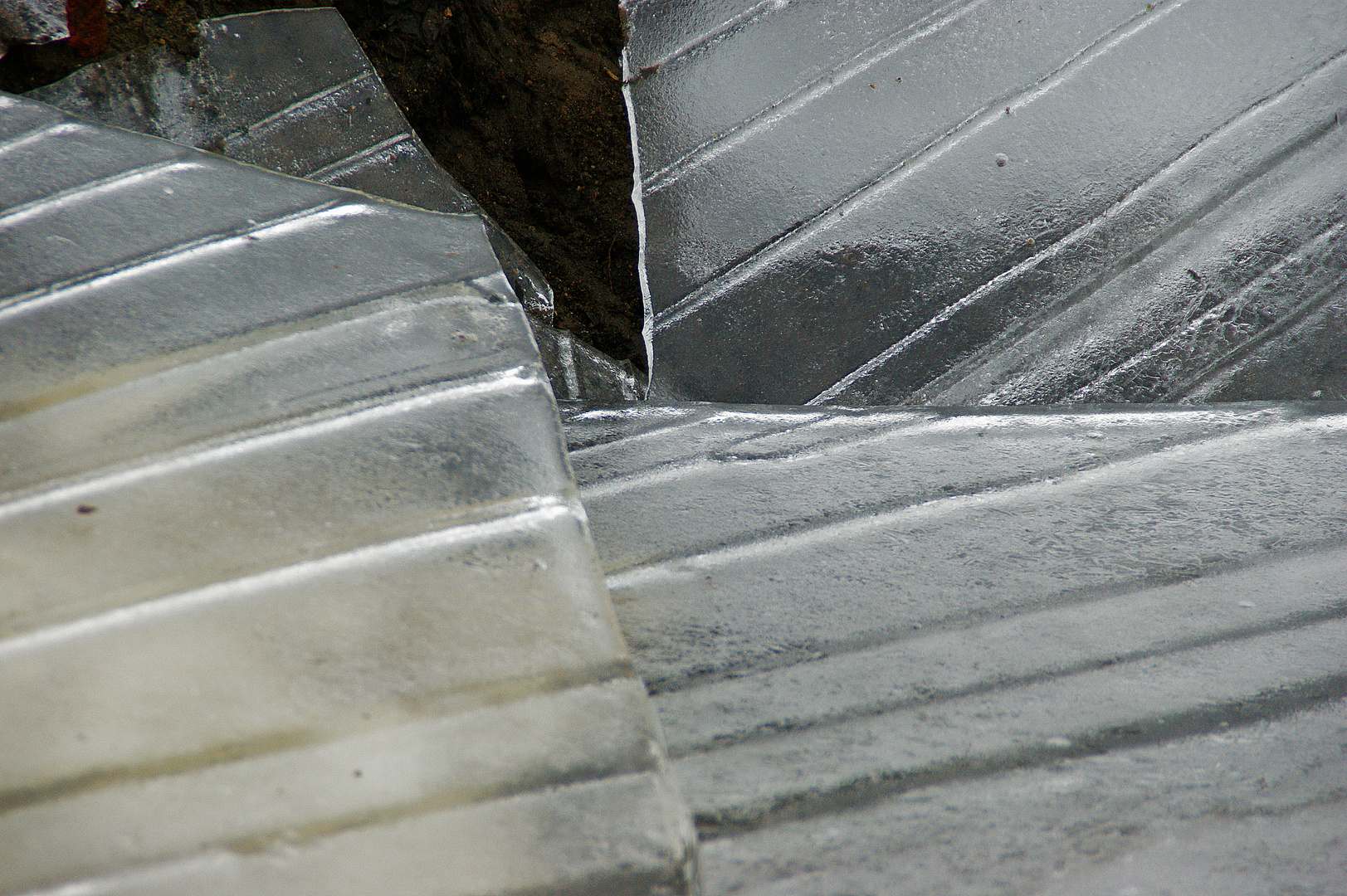 Eisplatten brechen