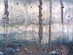Eisschichten mit Lehm vermischt. - L'argile mélangé à la glace.