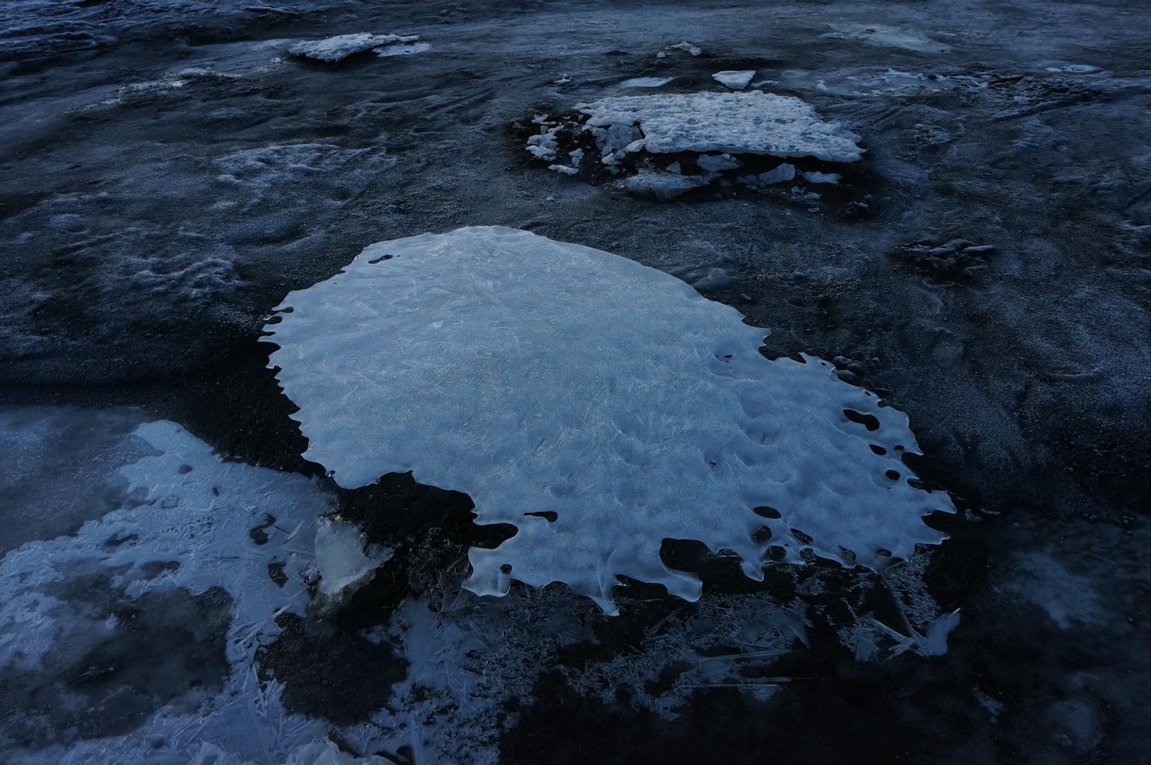 Eisscholle in der Dämmerung