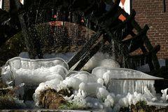 Eisskulpturen am Mühlrad