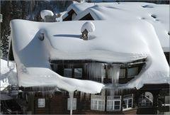 Eiszapfen und Schneehut ... ;-)