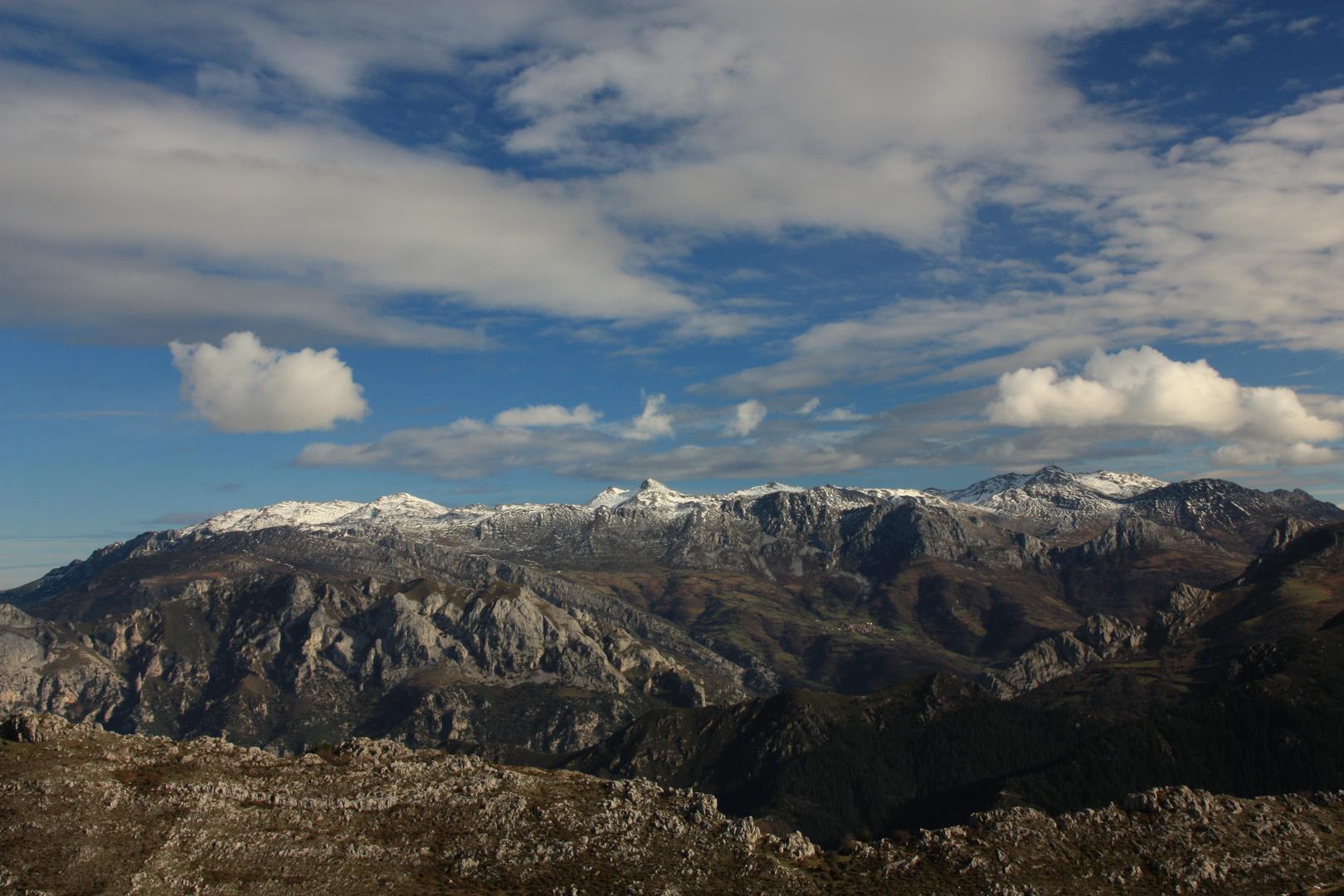 El Aramo ( o Angliru),visto desde el sur.