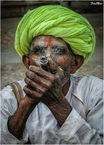 El humo ciega sus ojos