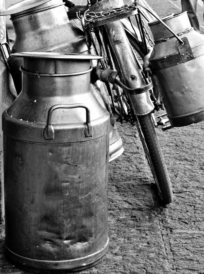 El lechero Imagen & Foto   fotos del ayer, b&w, bicicleta