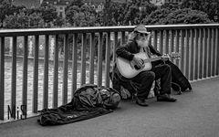El músico del puente