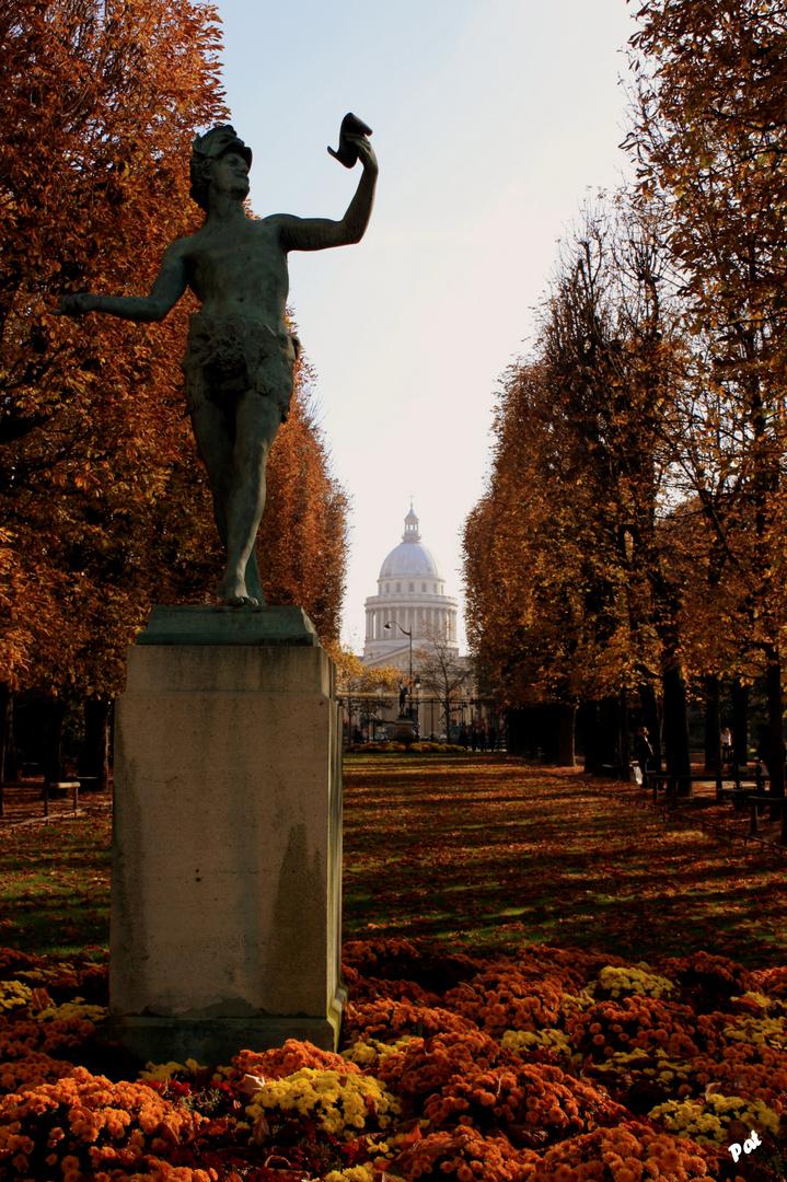 El Pantheon desde los Jardines Luxembourg