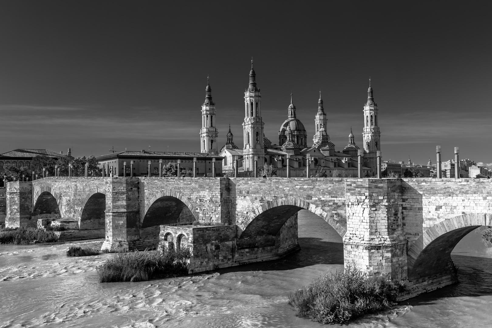 el pilar, Zaragoza b&w