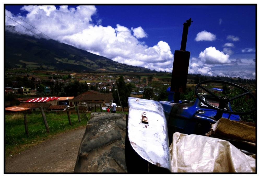El tractor del pueblo (color)