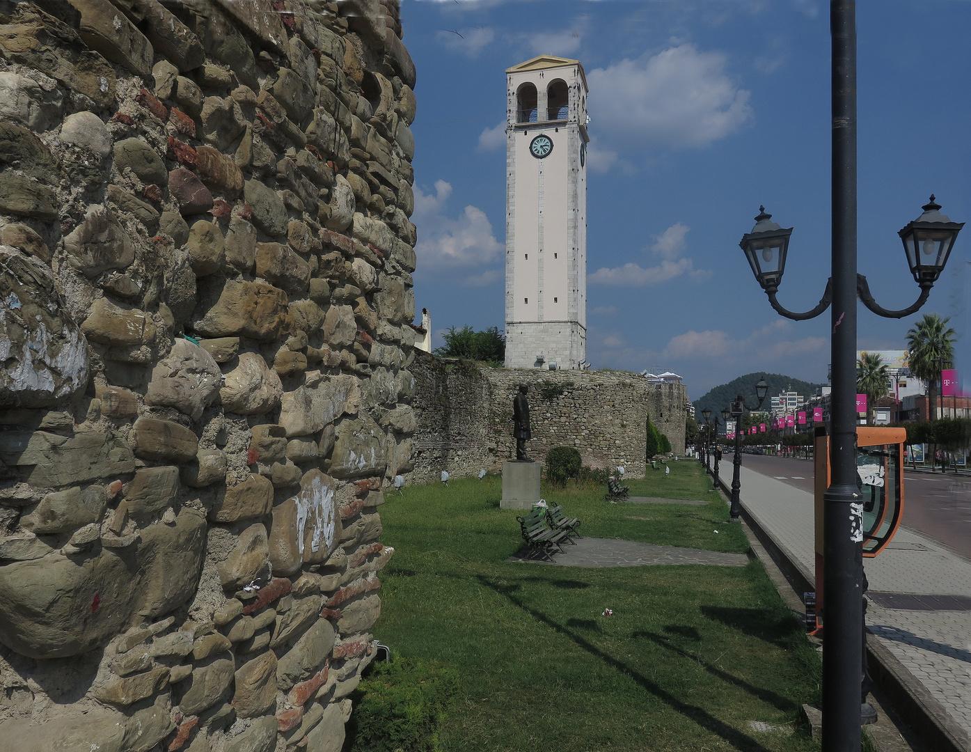 Elbasan Stadtmauer und Uhrturm