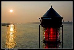 Elbe, Lichtzeichen ... - Signal light at the river Elbe