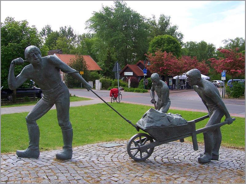 Elbe- Radweg (Deicharbeiter- Denkmal in Otterndorf)
