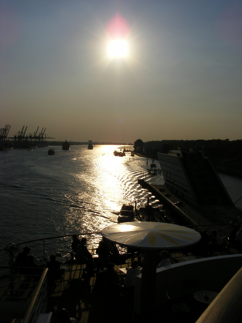 Elbe Sonnenuntergang von AidaBlu aus
