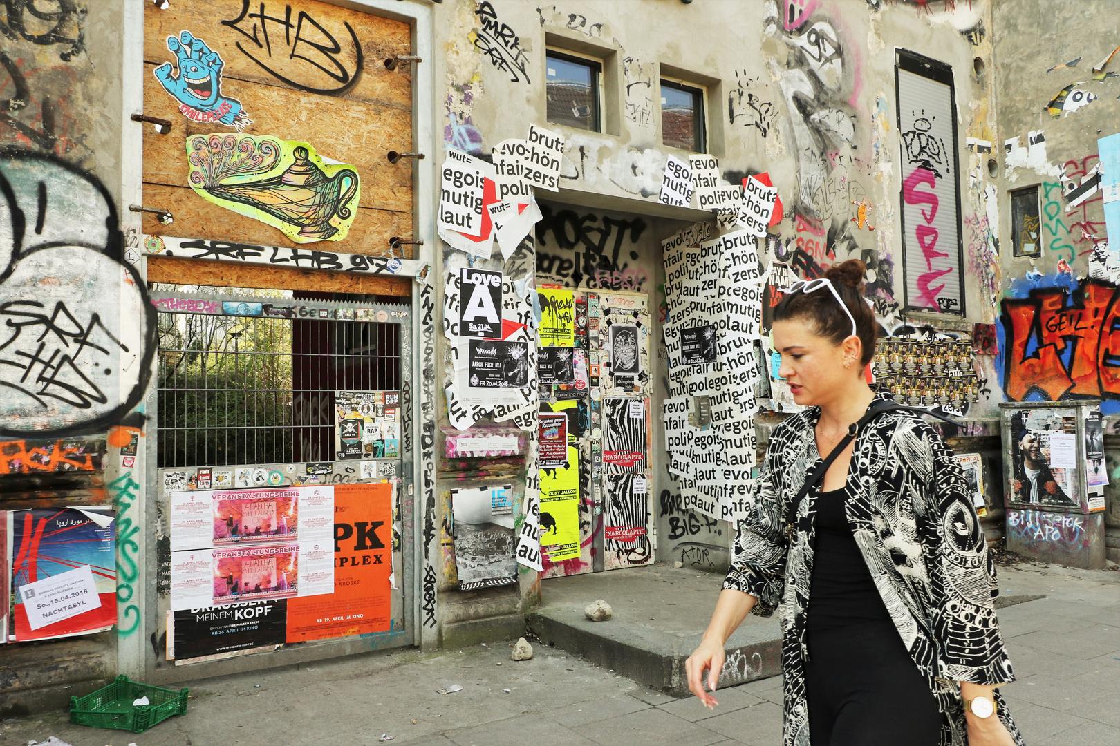 Elegante Dame im Schanzenviertel