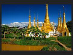 Elegante Stupas