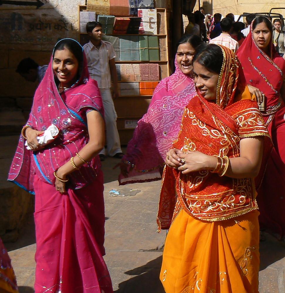 Elegantes en saris pour DIWALI