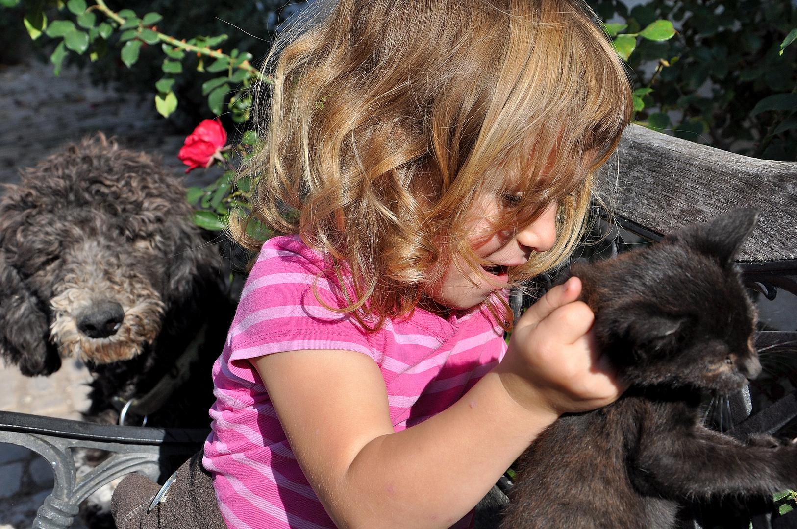 Elisabeth übt Katzenheben!