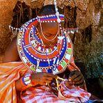 Elle n'en finit plus d'enfiler des perles - Kenya