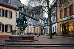 Eltville - Marktplatz mit Stadtbrunnen am 11. Dezember 2015 - 8.30 Uhr