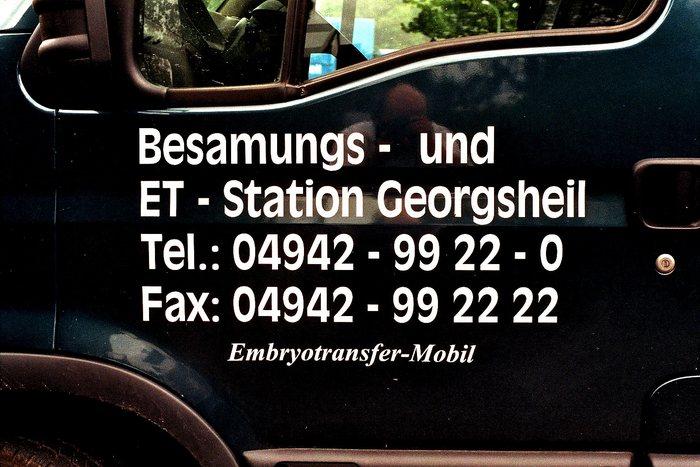 """ Embryotransfer-Mobil "" unterwegs"