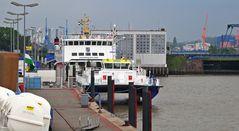 """Emden Außenhafen im Juni 2010 mit Borkumfähre """"Groningerland"""""""