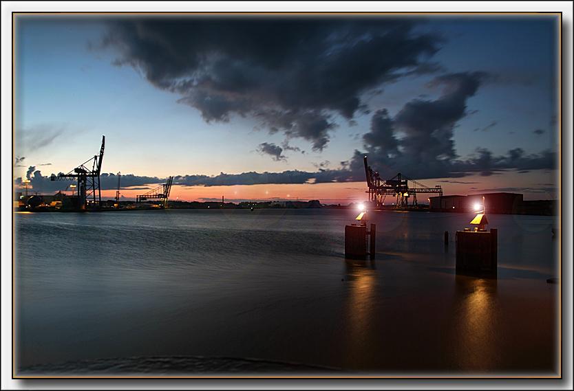 Emden bei Nacht