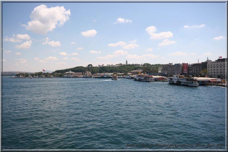 Eminonu Quay in Istanbul . 2006