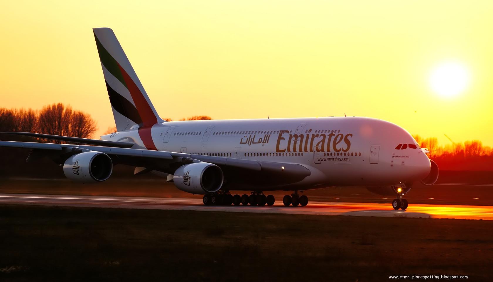 Emirates A380 im Sonnenuntergang