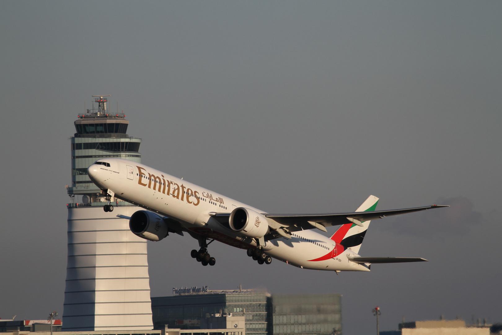 'Emirates' A6-EBV