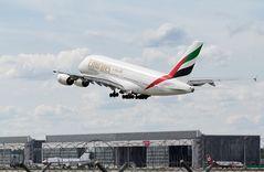 Emirates Airbus A380 am Start in München