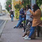 En attendant le bus…