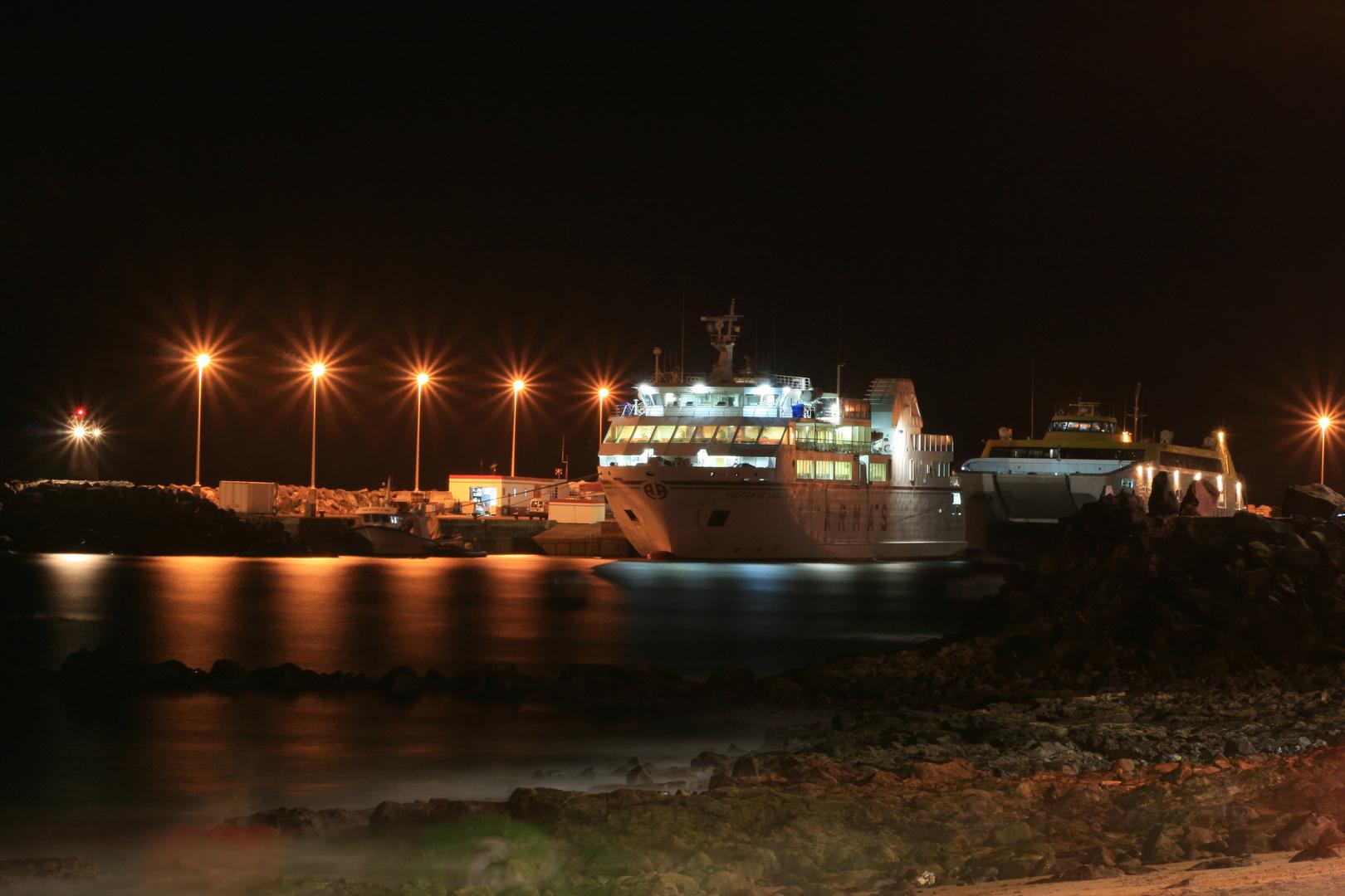 En el puerto de Playa Blanca / Im Hafen von Playa Blanca