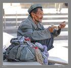 EN LA RUTA DE LA SEDA-ALLI TAMBIEN HAY MENDIGOS-TURFAN CHINA