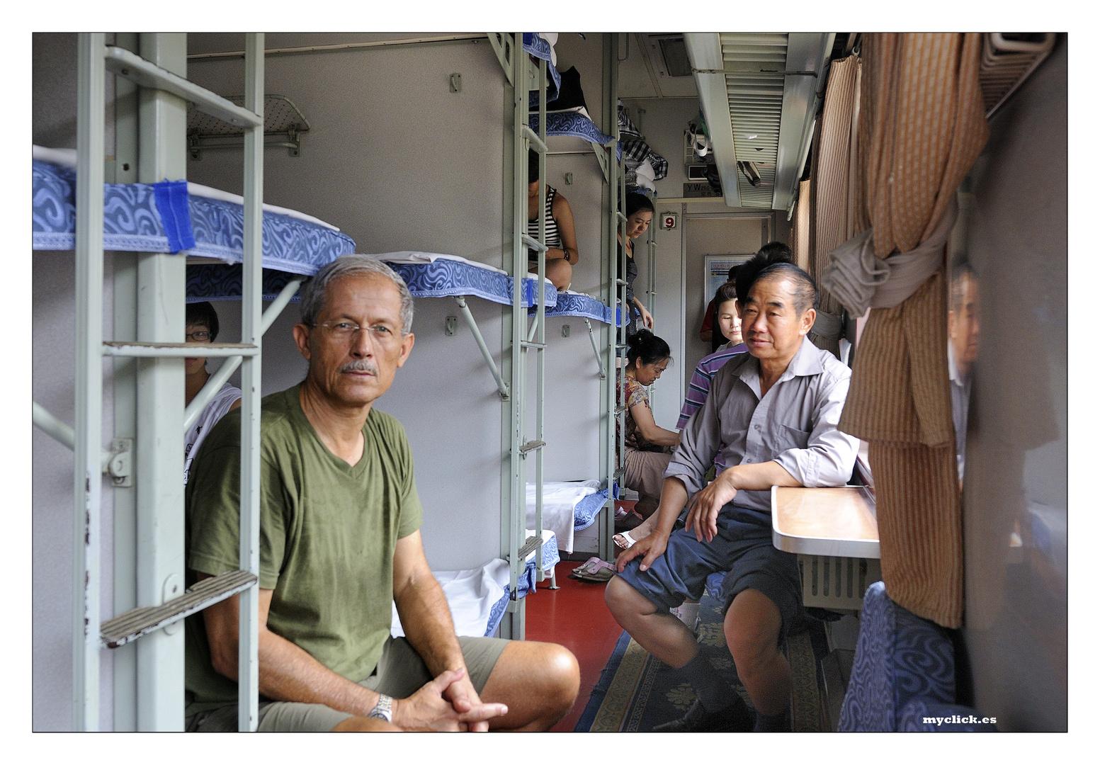 EN LA RUTA DE LA SEDA -VIAJANDO AL LEJANO NORTE -TREN DE LITERAS -TRAYECTO DUNHUANG-TURFAN CHINA