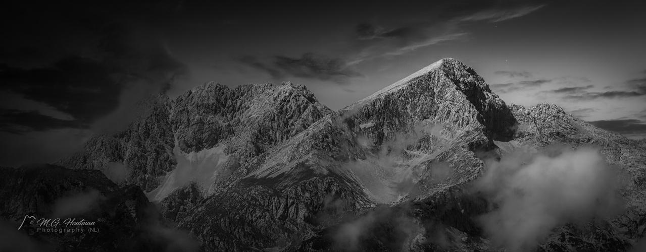 Endless beautifull journey through the mountains