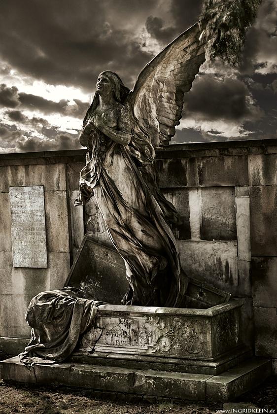 Engel mit einem Flügel