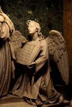Engel mit 'schlauem Buch'