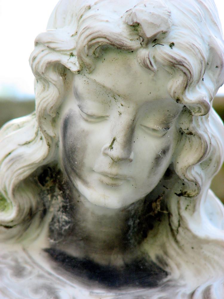 Engel mit traurigen Blick   Bild 7