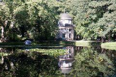Englischer Teich mit Pavillon im Pillnitzer Schlosspark